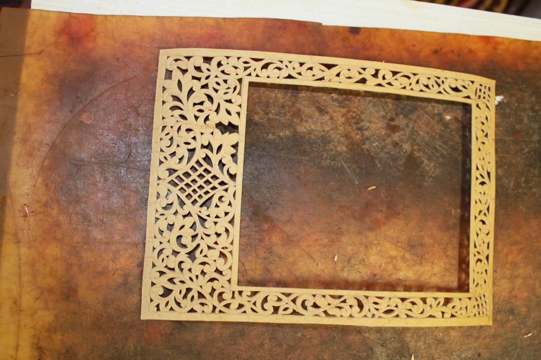 Рамки из потолочного плинтуса своими руками фото